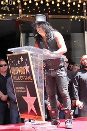 Slash's chunky black mid-calf boots added a futuristic touch to his look during his Walk of Fame ceremony.