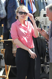 These blue shades were a cool way to add extra interest to Carey's casual onset look.