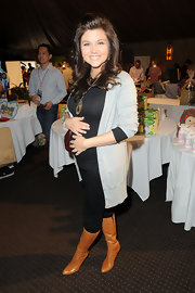 Tiffani Thiessen made sure to add an ultra-chic element to her maternity ensemble with a pair of camel-colored knee-high boots.