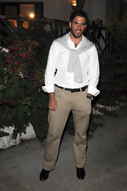 Eli Roth looked so pristine in his chinos and white shirt.