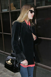Fearne Cotton added a ladylike element to her casual attire with a black patent leather doctor's bag.