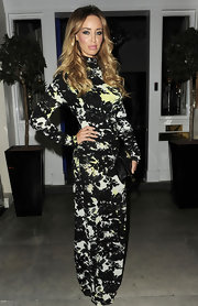 Lauren looked fabulous in a figure-hugging maxi dress with black print.