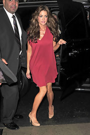 Denise Richards chose the perfect nude pumps to complement her chic red cocktail dress. The color of the shoes blend seamlessly with her skin, giving the appearance of extra lengthy legs!