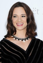 Asia Argento wore a beautiful monochrome beaded necklace at the amfAR Gala.