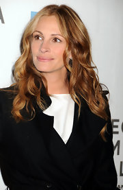 Julia Roberts wore her ravishing honey-brown hair in soft ringlets at the premiere of 'Jesus Henry Christ.'
