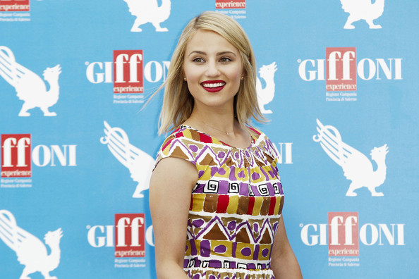 Sleek, side-swept tresses contribute to Dianna's classically cute look.