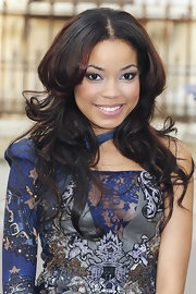 Dionne Bromfield styled her hair in center part layered curls for the Royal Academy of Arts exhibition.