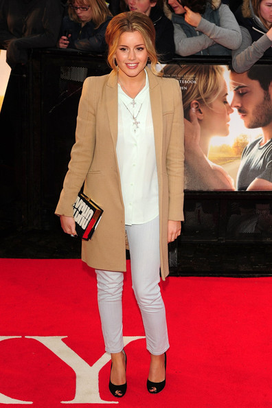 http://www4.pictures.stylebistro.com/pc/Dionne+Bromfield+walks+red+carpet+premiere+mgLSfAucU5Vl.jpg