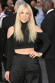 Natasha Bedingfield looked modern and sexy in a black crop-top with shoulder cutouts at the 'World War Z' premiere.