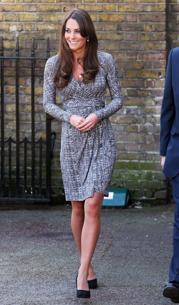 http://www4.pictures.stylebistro.com/pc/Duchess+Cambridge+aka+Kate+Middleton+displays+DEvewF7m0sfl.jpg