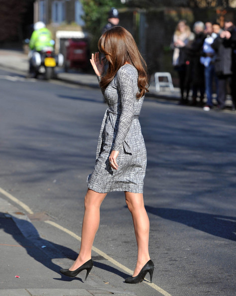 http://www4.pictures.stylebistro.com/pc/Duchess+Cambridge+aka+Kate+Middleton+displays+SDPp_BaBZ3bl.jpg
