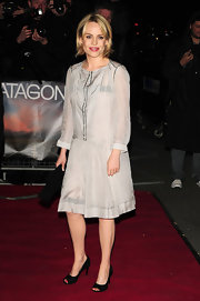 Duffy looked ladylike on the red carpet in a pair of black snakeskin peep toe pumps.