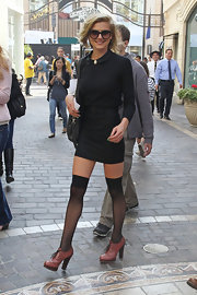 Eliza Coupe was right on trend for fall in a darling black peter pan collar sweater tucked into a belted mini skirt.