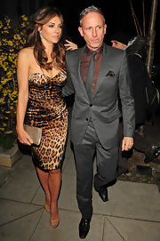 Elizabeth Hurley accented her sultry leopard print dress with a champagne frame clutch.