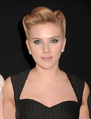 Scarlett Johansson wore vibrant aqua eye shadow at the premiere of 'We Bought a Zoo.'