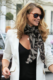 Elle tied a leopard print scarf around her neck for her day time chic style.