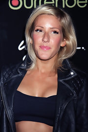 Ellie's soft blonde tresses just grazed the top of her leather jacket for an effortlessly cool look.
