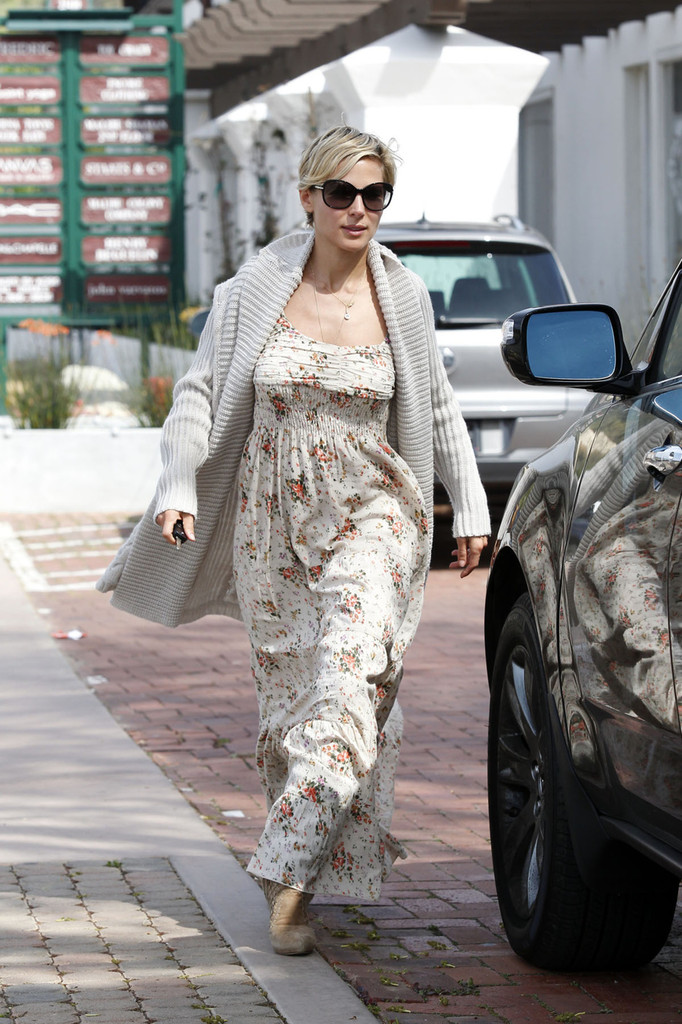 Elsa Pataky S Classic Floral The Prettiest Celebrity