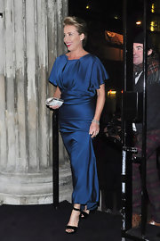 Emma Thompson looked stunning in black heels with a simple ankle strap. The shoes were the perfect addition to a chic blue evening gown.