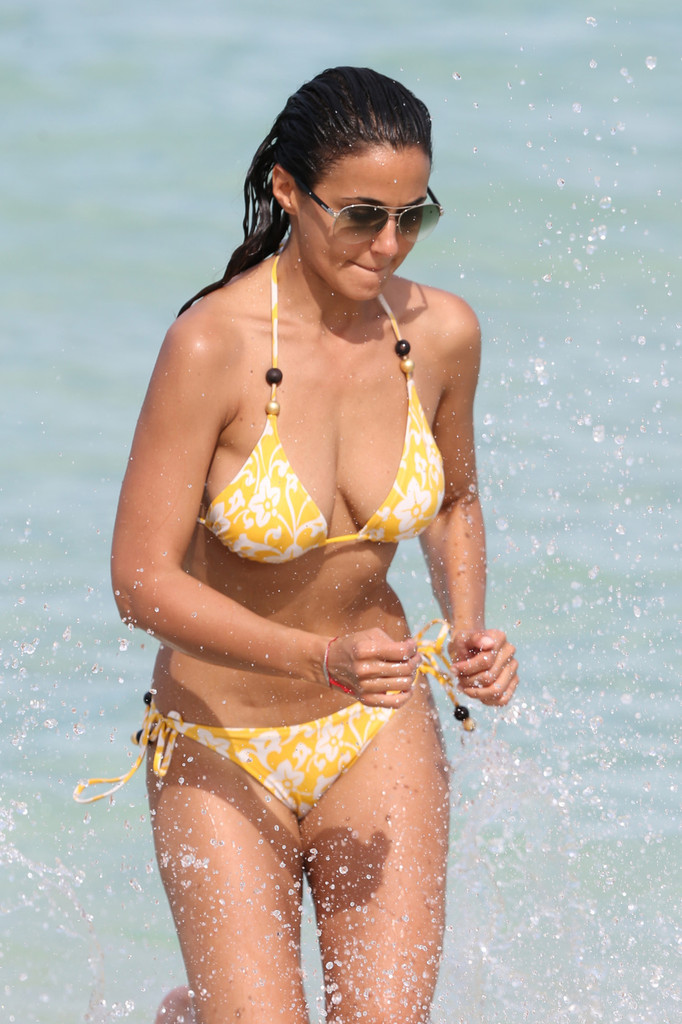 More Pics Of Emmanuelle Chriqui String Bikini 1 Of 24