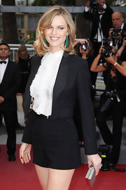 Eva Herzigova styled her shoulder length cut in a side swept hairstyle at the premeire of 'The Conquest.'