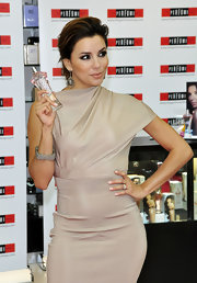 Eva paired her sleek nude dress with a diamond bangle bracelet.