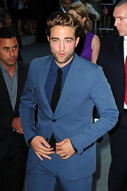Robert Pattinson looked handsome as ever in his blue-on-blue ensemble at the 'Cosmopolis' premiere. Eat your heart out Kristen Stewart!