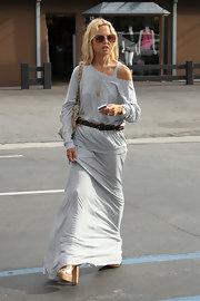 Rachel Zoe paired her long matching skirt with an off-the-shoulder sweater.