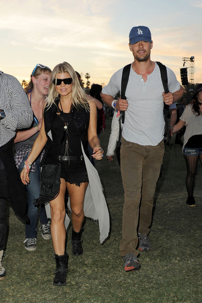 http://www4.pictures.stylebistro.com/pc/Fergie+husband+Josh+Duhamel+seen+enjoying+GPcsSBX_LuVl.jpg