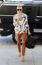 Fergie paired her ultra chic silk blouse with caramel leather pants and T-strap heels.