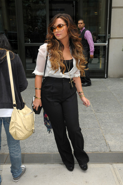 More Pics of Demi Lovato Oversized Sunglasses (1 of 5) - Demi Lovato Lookbook - StyleBistro