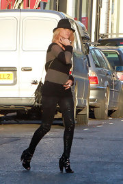 Sarah Harding loves her stripes! She donned a black and tan rugby sweater with a pair of shiny skinnies for a sexy urban street style.