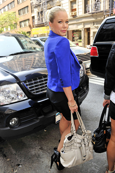 Kendra paired her electric blue blazer with a white tote bag.