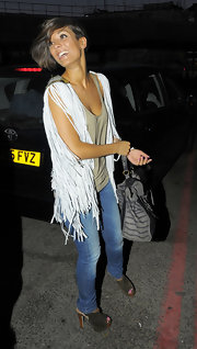 Frankie sported a fringe vest with skinny jeans and olive green suede, peep toe booties.