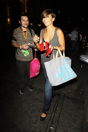 Frankie was spotted leaving Mayfair hotel sporting a printed tote bag, which is perfect for summer.