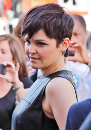 Ginnifer Goodwin appeared on 'Extra' wearing a pair of 18-carat gold Copernicus stud earrings.