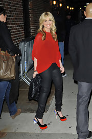 Sarah Michelle Gellar topped off her red flowing top with color-blocked platform slingbacks.