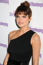 Lake Bell highlighted her one-shoulder neckline with a sleek bun and wispy bangs.