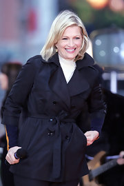 Diane Sawyer achieved instant elegance with her black trenchcoat during a live broadcast in Times Square.