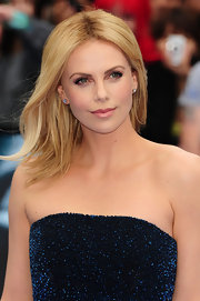 Charlize Theron's frosty pink lipstick balanced her sultry smoky eyes at the 'Prometheus' premiere.