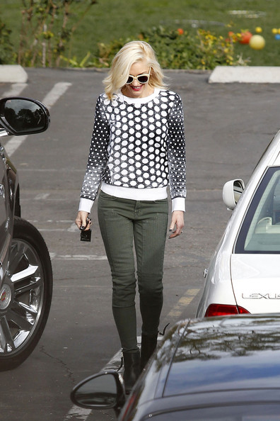 More Pics of Gwen Stefani Crewneck Sweater (2 of 18) - Crewneck Sweater Lookbook - StyleBistro