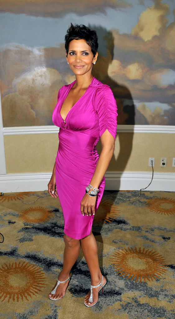 Halle Berry Strappy Sandals Halle Berry Shoes Looks