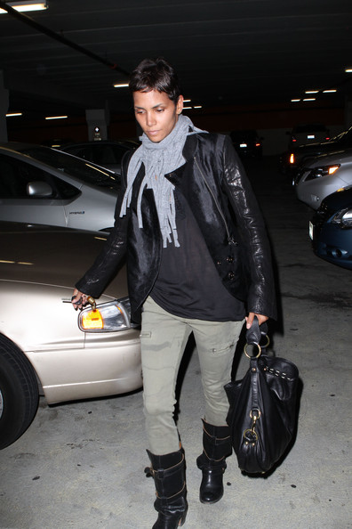 Halle Berry Knit Scarf