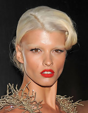 For her beauty look, Crystal Renn paired a red lip with bleached brows.