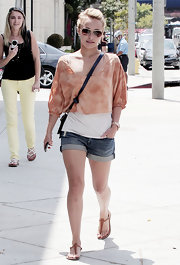 Hayden wore thong leather sandals with cuffed shorts and a layered top.