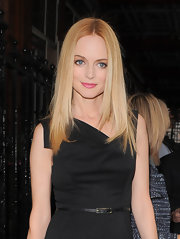 Heather Graham's blonde tresses looked uber sleek with this center-parted straight 'do.