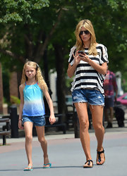 Heidi showed off those lengthy legs with a pair o cutoff denim shorts.
