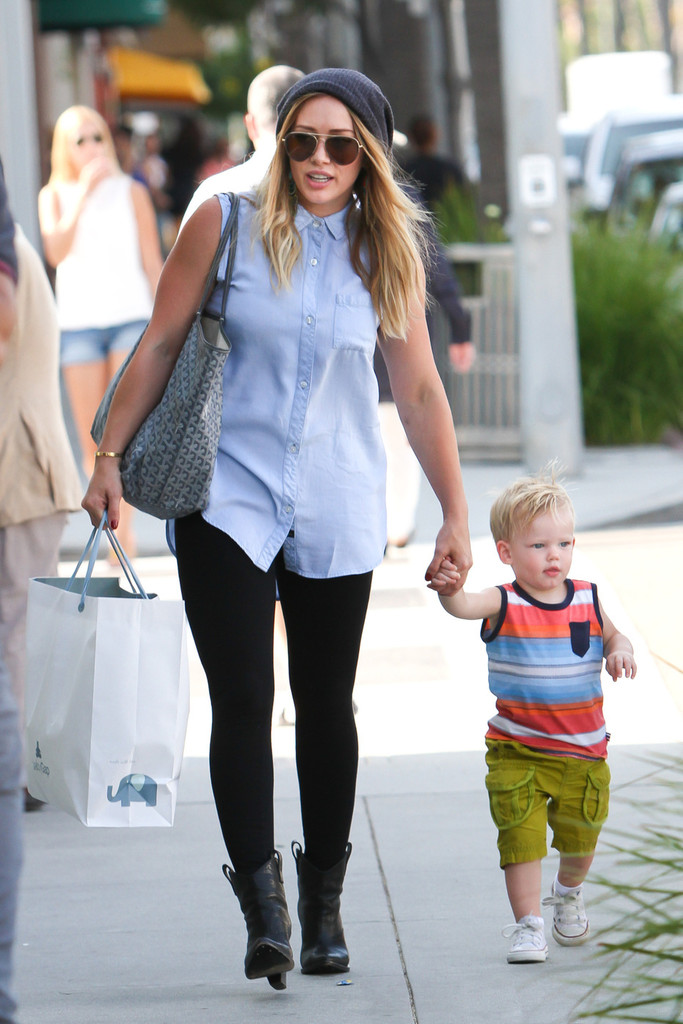 Hilary Duff Leggings - Hilary Duff Looks - StyleBistro хилари дафф