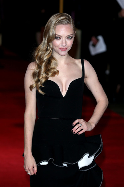More Pics of Amanda Seyfried Cocktail Dress (6 of 8) - Amanda Seyfried Lookbook - StyleBistro