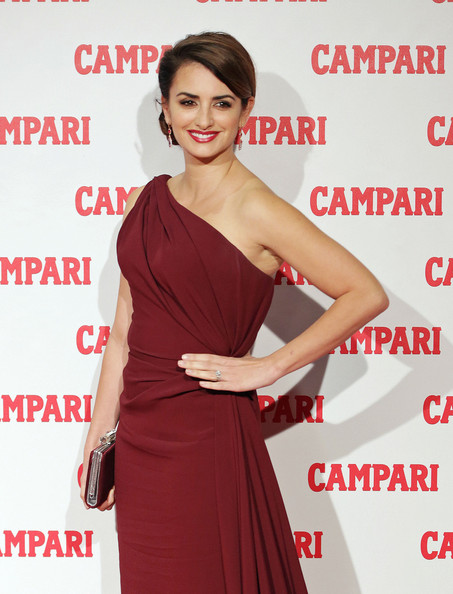 More Pics of Penelope Cruz One Shoulder Dress (1 of 19) - Penelope Cruz Lookbook - StyleBistro